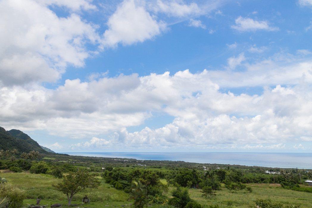 朱平特別喜歡觀察雲朵變化。記者陳立凱/攝影