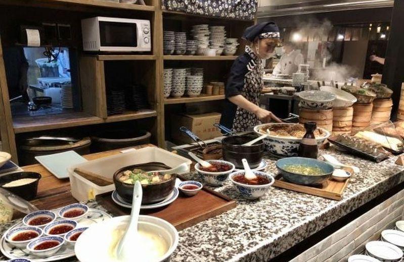 武漢中北路南京大牌檔餐廳推出更多小碗菜、例份菜。取材自長江日報