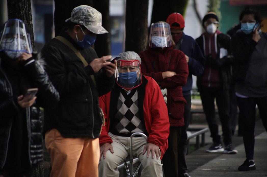 墨西哥外交部今天表示,墨國意欲進行美國與中國藥廠所研發新冠肺炎疫苗的後期臨床試驗...
