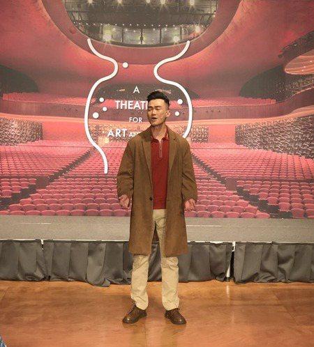 參與「救救歡喜鴛鴦樓」演出的林俊逸以優美歌聲唱出「我不想念我是誰」,探討都市變遷