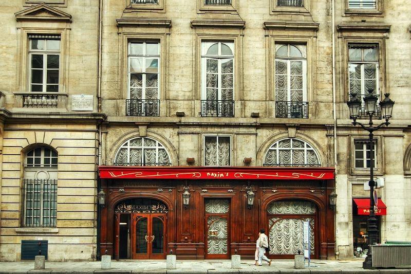 Maxim's是巴黎的高級餐廳, 在羅浮宮附近 / 來源: flickr