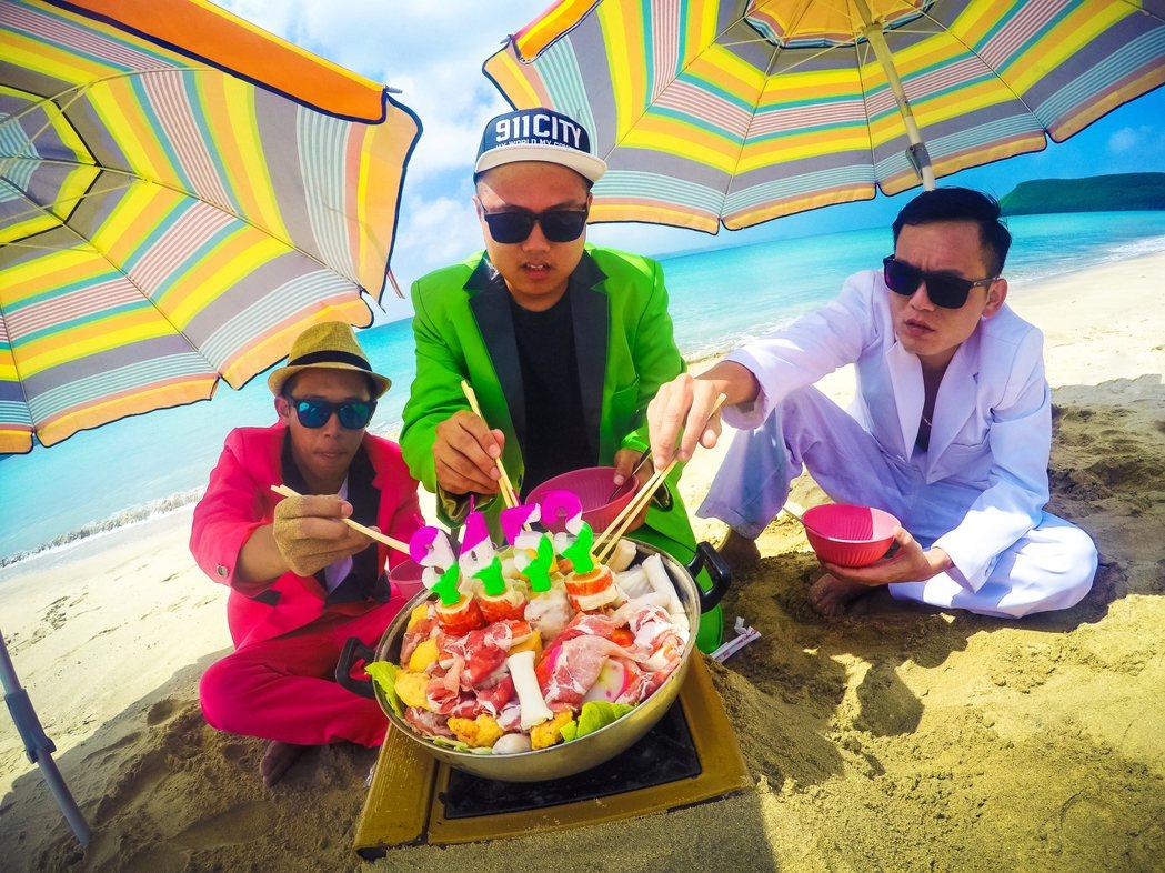 玖壹壹很喜歡吃澎湖的海鮮。圖/混血兒娛樂提供