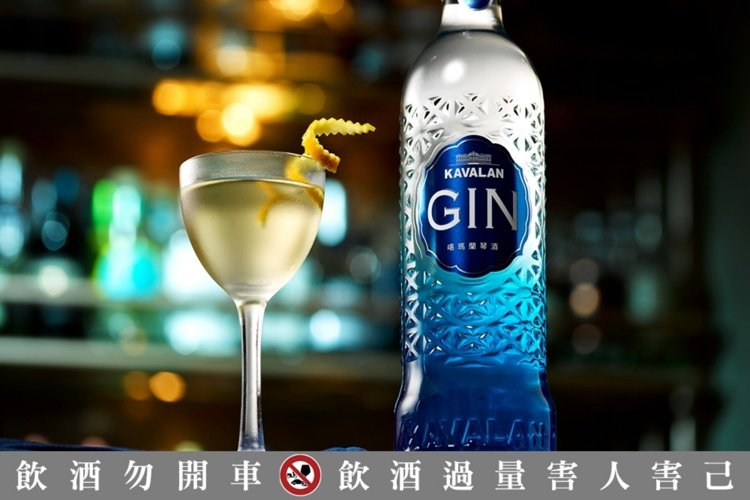 噶瑪蘭琴酒展現台灣宜蘭獨特調性。建議零售價800元。圖/金車噶瑪蘭提供