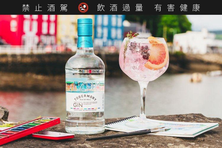 威士忌酒廠托本莫瑞以琴酒展現五顏六色的馬爾島風情。建議零售價1680元。圖/托本...
