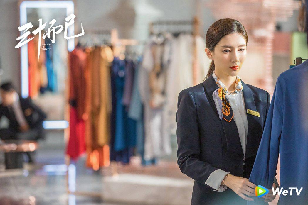 江疏影飾演的王漫妮在精品店工作,接觸的人事物其實和自己本身是兩個世界。圖/WeT...