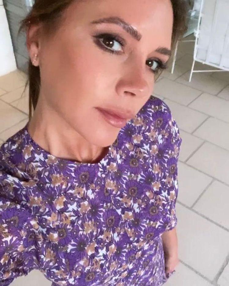維多利亞貝克漢自己也很常曬出穿著自有品牌服裝的照片