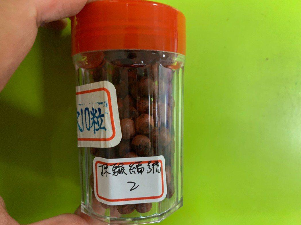 台中市衛生局查出,九福中醫診所珍珠五寶粉、天王補心丹檢出重金屬不合格,兩者都是內...