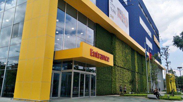 桃園市青埔特區IKEA旗艦桃園店(見圖)、X-park水族館、影城、飯店開幕了,...