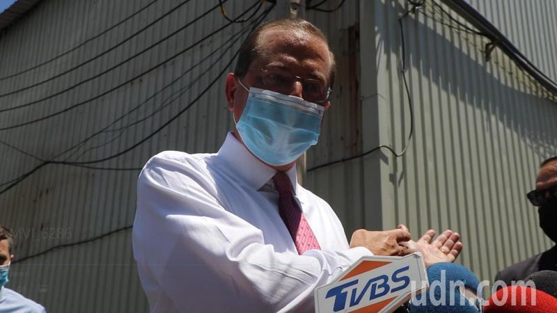 美國衛生部長阿查爾今參訪「口罩國家隊」五股長宏機械。記者吳亮賢/攝影