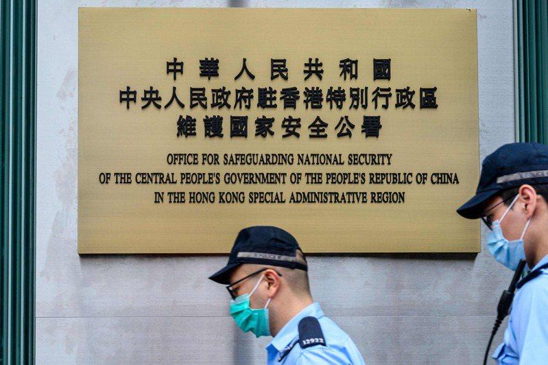 大陸駐港國安公署12日表態稱,堅決支持港警拘捕黎智英等人。法新社