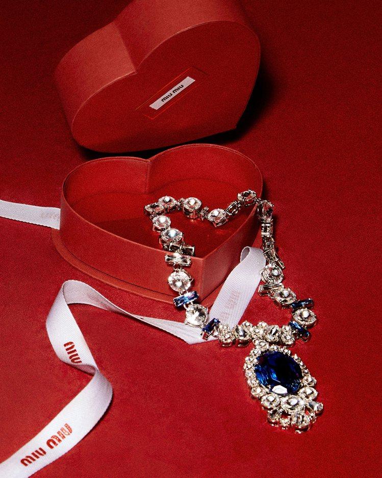 水晶寶石項鍊,54,000元。圖/MIU MIU提供