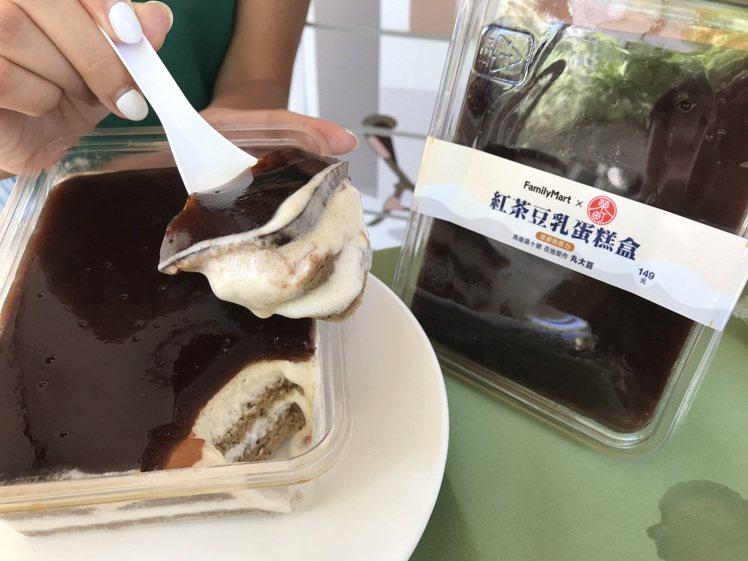 全家便利商店門市LINE群組限定的「紅茶豆乳蛋糕盒」,售價149元,8月13日起...