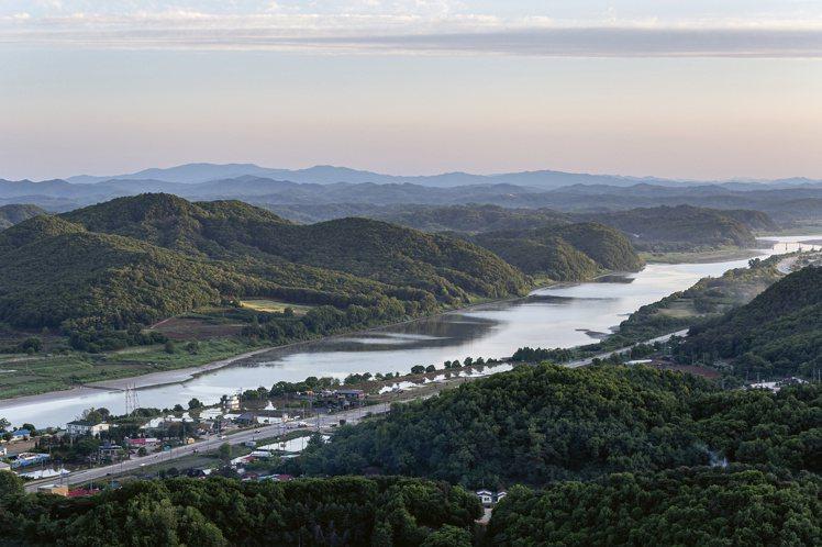 影響上千萬人的「漢江」,是流經南韓首都「首爾」的重要河川,也是本次Aquis聯名...