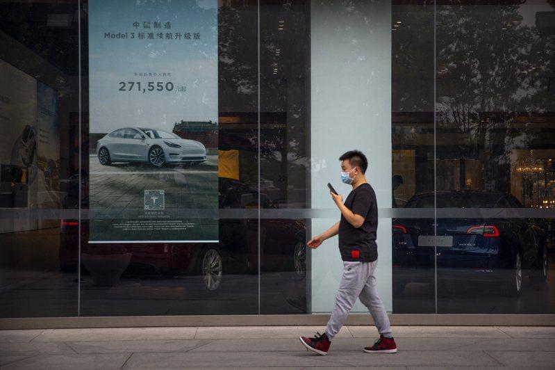 圖為特斯拉在北京的一家汽車展示間。美聯社