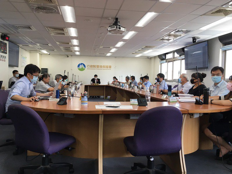 環評大會今天通過花東鐵路雙軌電氣化計畫。記者吳姿賢/攝影