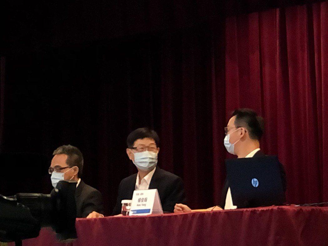 鴻海董事長劉揚偉(中)。記者尹慧中/攝影