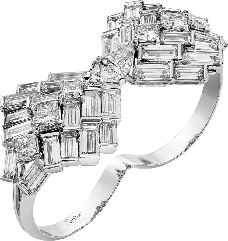 Reflection de Cartier鑽石戒指,白K金鑲嵌2顆三角形切割鑽石...