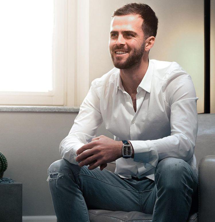年薪破億的超級足球明星Miralem Pjanić,年初甫加入CORUM品牌家族...