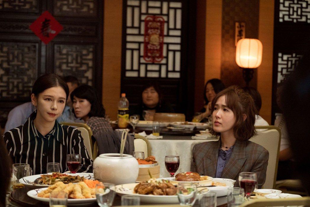 徐若瑄(左)、孫可芳(右)飾演姊妹。圖/威視提供