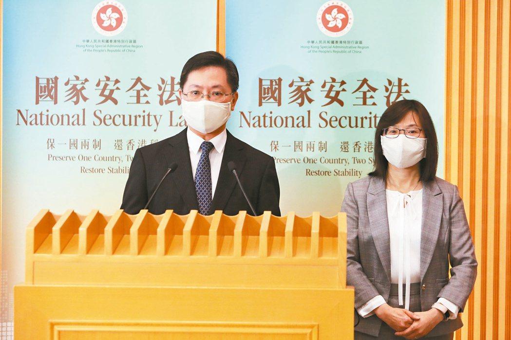 在香港的外國記者要求港府說明港版國安法下的簽證規定。圖為港府推出「遙距營商計畫」...