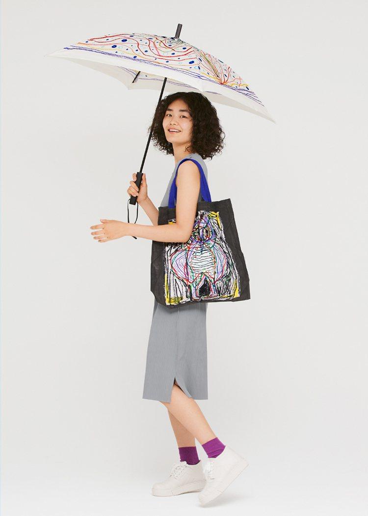 黑田雨傘10,200元、黑田褶包5,600元。圖/me ISSEY MIYAKE...