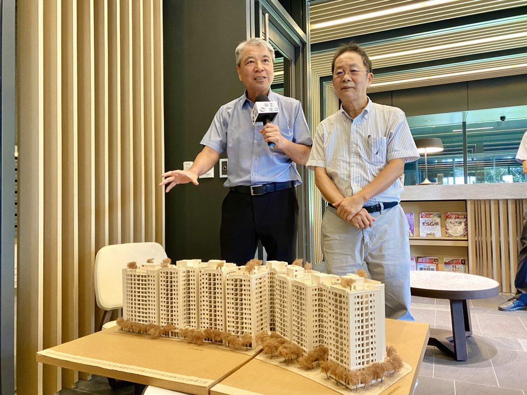 新業建設名譽董事長穆椿松(左)與董事長卓勝隆(右)都強調,新業堅持每一座新社區都...