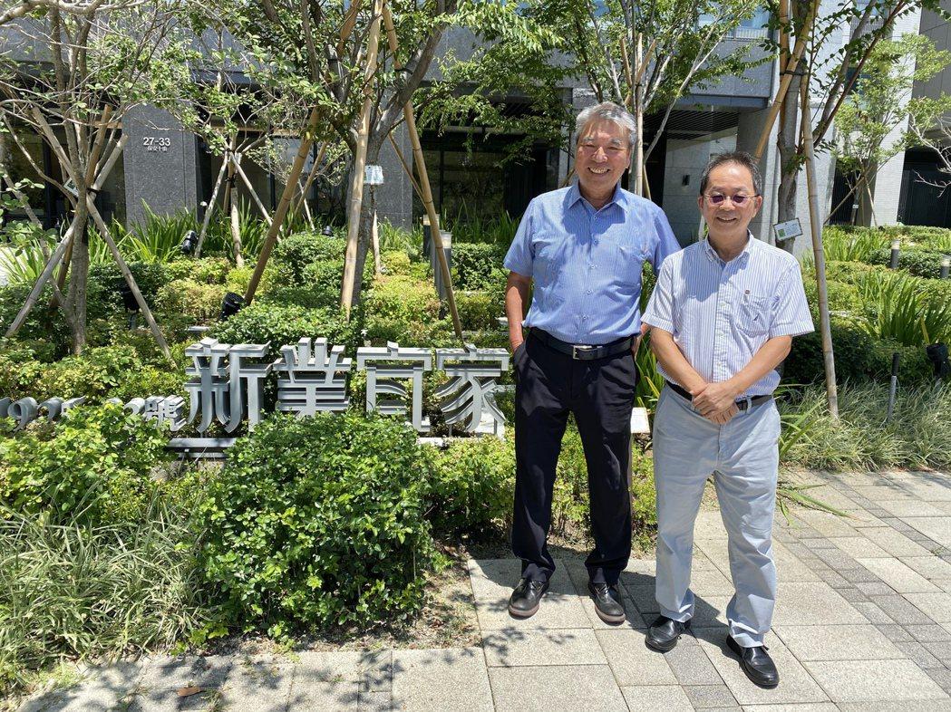 新業建設名譽董事長穆椿松(左)與董事長卓勝隆(右)。記者宋健生/攝影