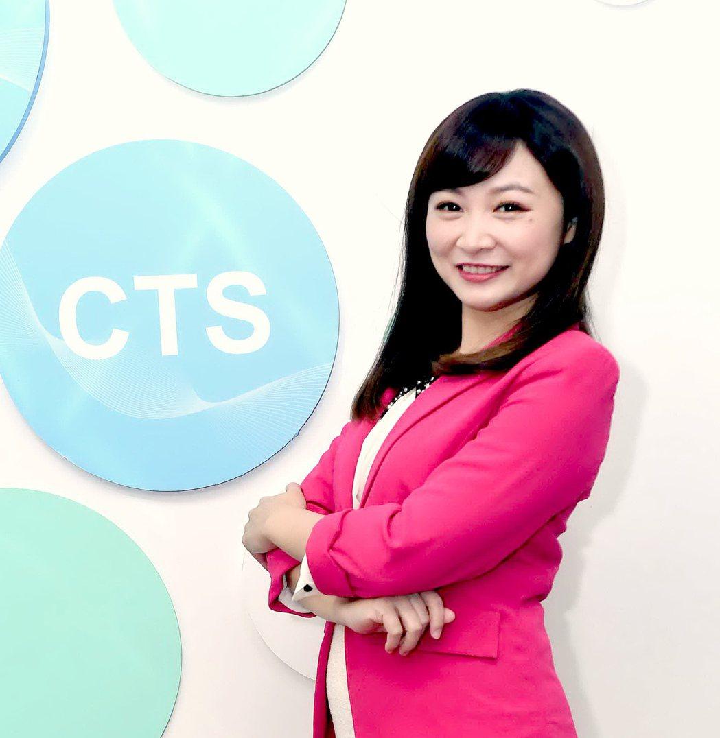 華視新生代美女主播陳詩雅負責播報主持「高雄市長補選特別報導」。圖/華視提供