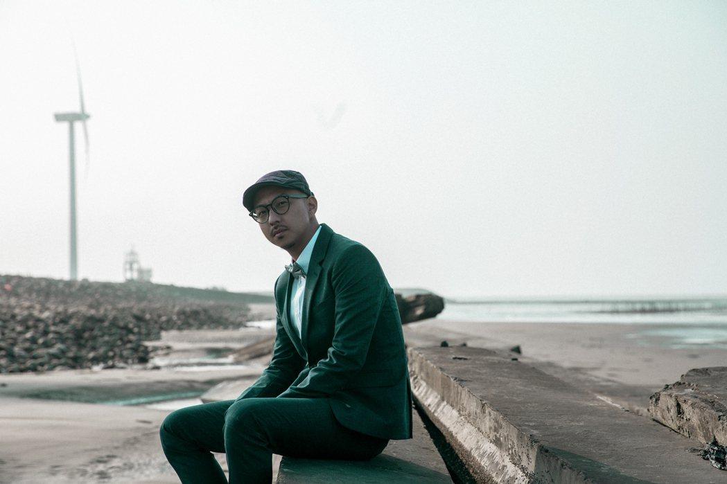 賴慈泓首度挑戰創作台語歌「愛講白賊的查某人」。圖/混血兒娛樂提供