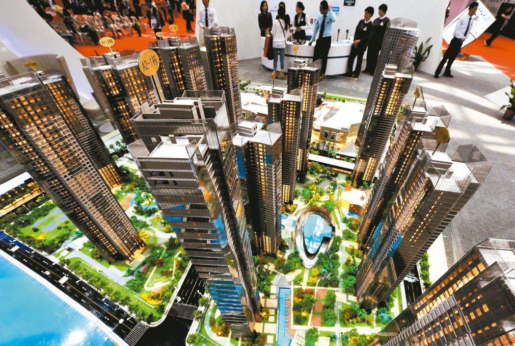 大陸25日起對個人住房貸款,統一調整為貸款市場報價利率(LPR)浮動定價。 本報...