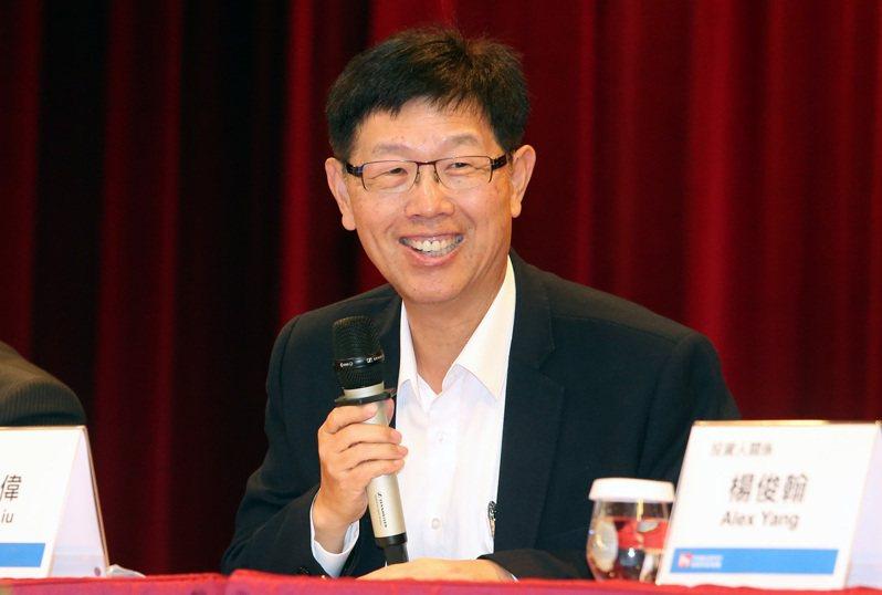 鴻海昨公布上季獲利亮眼,董事長劉揚偉表示,在產品組合持續優化下,毛利率明年衝刺7%目標。記者胡經周/攝影
