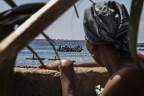 非洲的莫三比克,12日遭恐怖組織「IS中非省軍團」(ISCAP)攻下的重要港口城...
