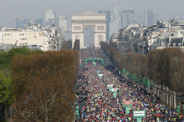 被譽為「一生一定要跑一次」的巴黎馬拉松,主辦單位於12日最終決定,今年賽事取消。 圖/美聯社