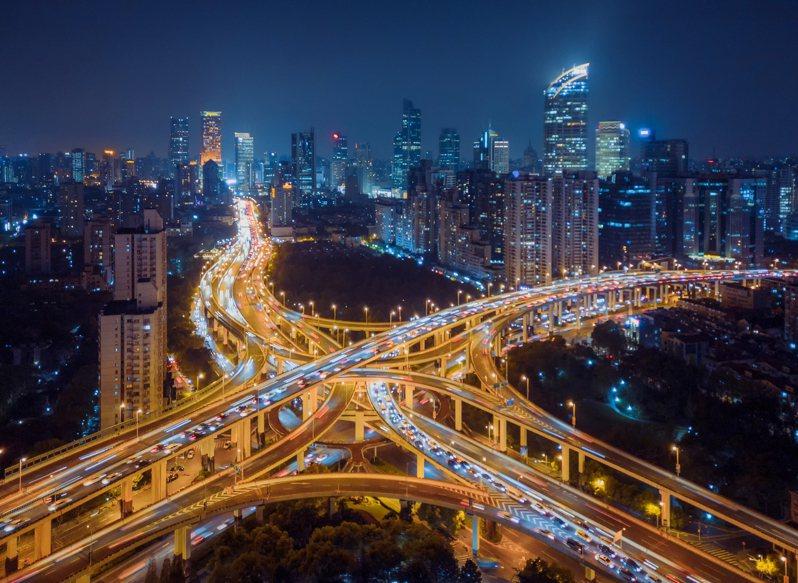 網友討論起中國和台灣的交通水平差異,大部分網友認為中國交通並沒有比台灣好。 圖/ingimage