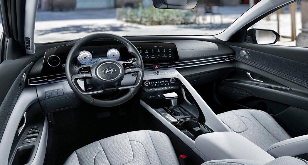 全新Hyundai Elantra/Avante Hybrid內裝格局。 摘自H...