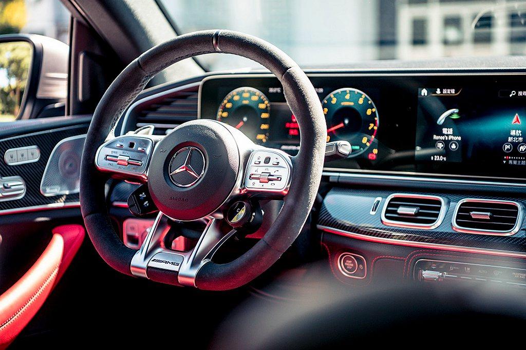 雙12.3吋數位儀表與中央觸控螢幕,數位儀錶板內建多樣化的風格,讓每位駕駛隨心調...