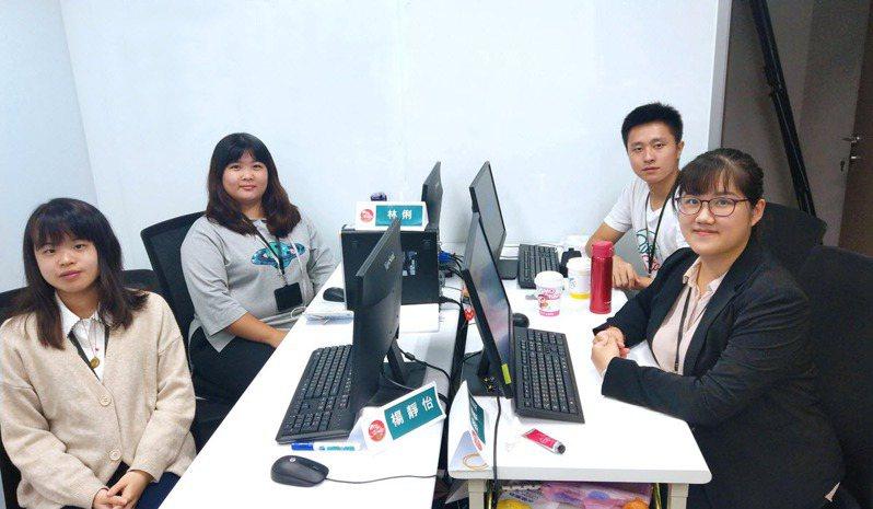 中信金融管理學院與中國信託產學合作,圖為學生至中信參與數據研發中心實習。 圖/中信金融管理學院 提供