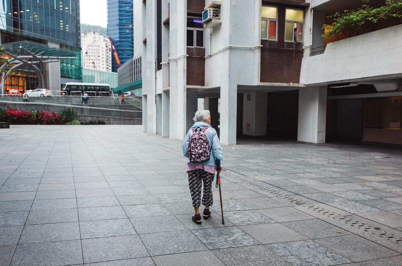 營養攝取不足及身體活動量減少,使得老年人口成為肌少症的高危險群。 圖/unspl...