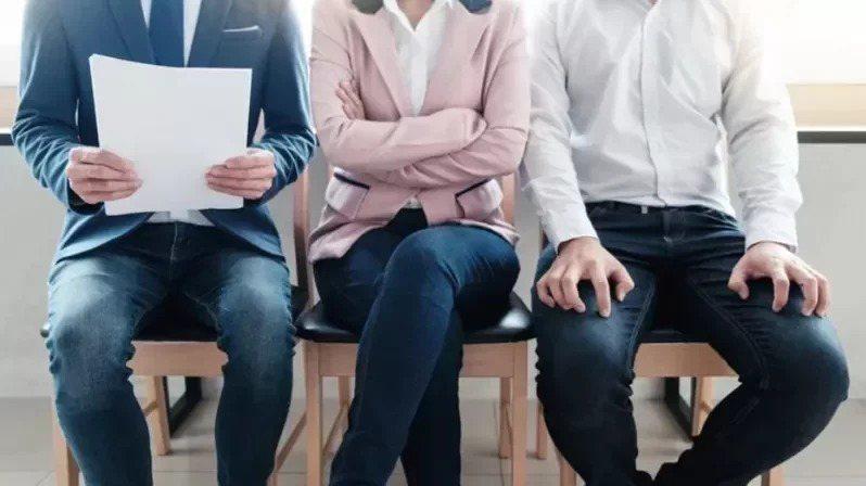 適逢畢業季,社會新鮮人求職找工作,究竟該如何取得面試官青睞可說是一大學問。不少人絞盡腦汁把履歷表弄得精采,也在面試時盡量表現,想從競爭者中脫穎而出。圖片來源:ingimage