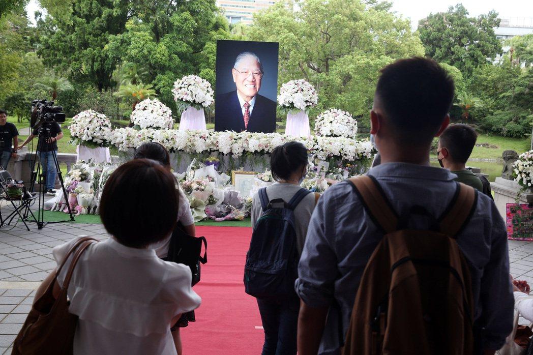 圖為民眾日前到台北賓館追思故總統李登輝。記者曾吉松攝影/報系資料照