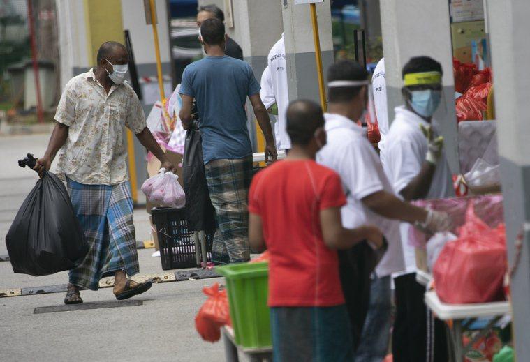 新加坡外籍移工。 歐新社