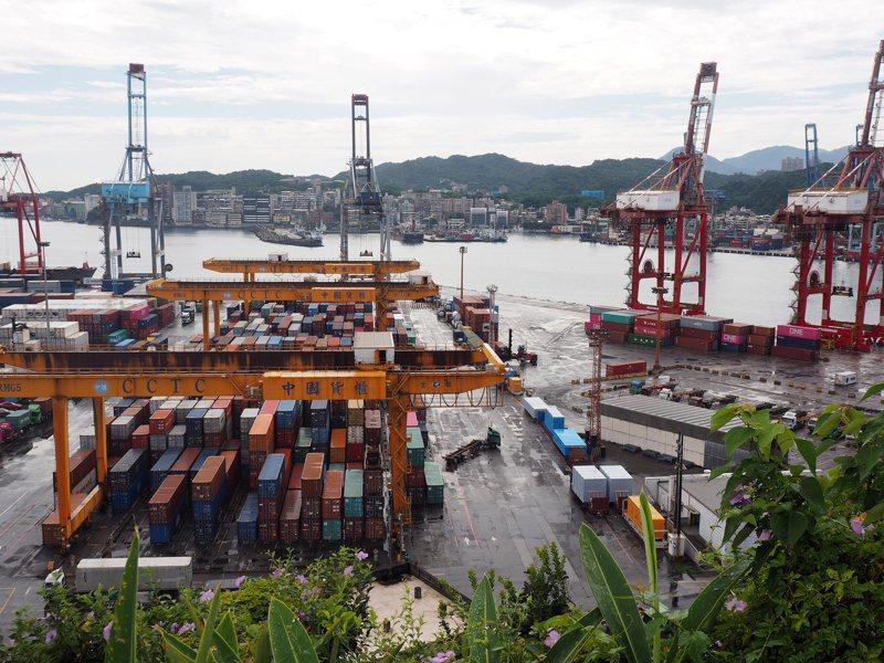 基隆港務分公司表示,今天有2貨櫃硝酸銨進儲於基隆港西19碼頭儲區,貨主已在下午提領出站。 歐新社