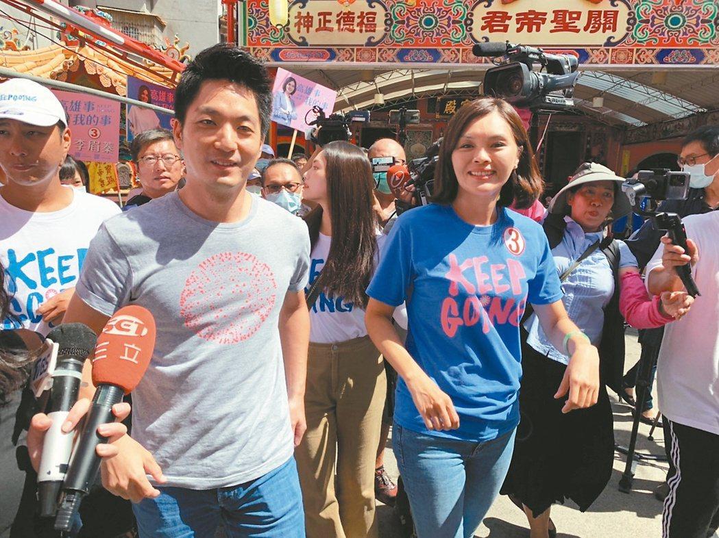 立委蔣萬安(左)昨陪李眉蓁(右)拜票。記者蔡孟妤/攝影
