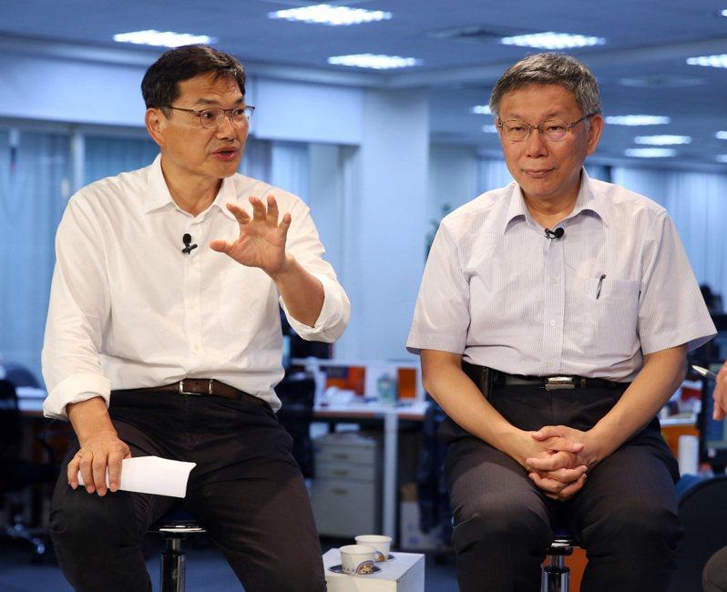 民眾黨主席柯文哲(右)昨與吳益政(左)參加udn直播。記者曾吉松/攝影