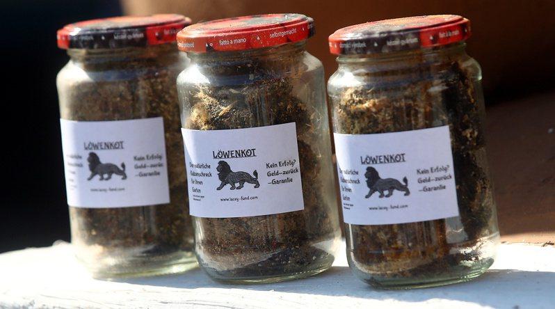 克朗馬戲團為了改善動物們的生活條件,開始出售獅子糞便,每罐售價5歐元(約新台幣174元),目前已經賣出2000罐,帶來一筆意外之財。路透