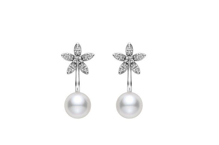MIKIMOTO花卉造型18K白金珍珠鑽石耳環,70,900元。圖/MIKIMO...