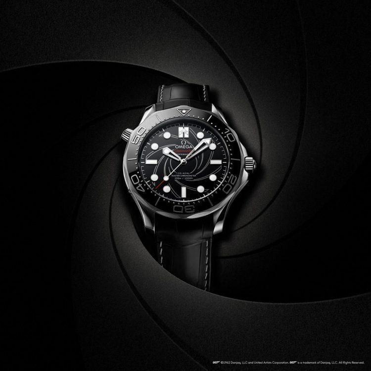 從1995年以來,始終伴隨007出生入死的OMEGA腕表,堪稱軍用配備。圖 / ...