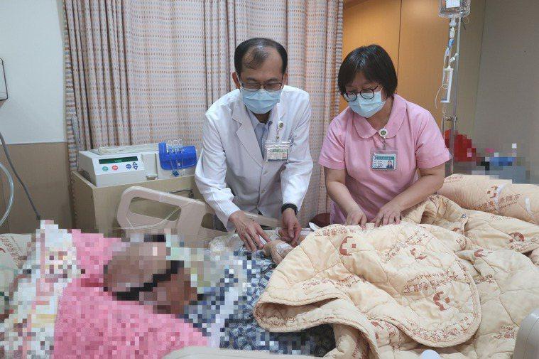 大千綜合醫院腎臟內科主任李明彰主任表示腹膜透析可讓腎功能維持較久,心肺功能影響也...