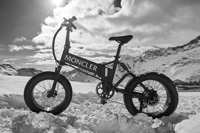 MONCLER x MATE.BIKE雪地極限電單車 超級無敵帥 | 當季最IN | 流行穿搭