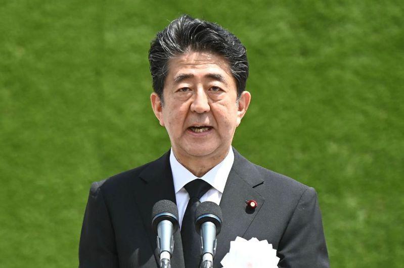 日本首相安倍晉三6日和9日分別在發生原爆的廣島市和長崎市發表75周年談話,但兩場致詞內容卻高度相近,引發外界熱議。法新社